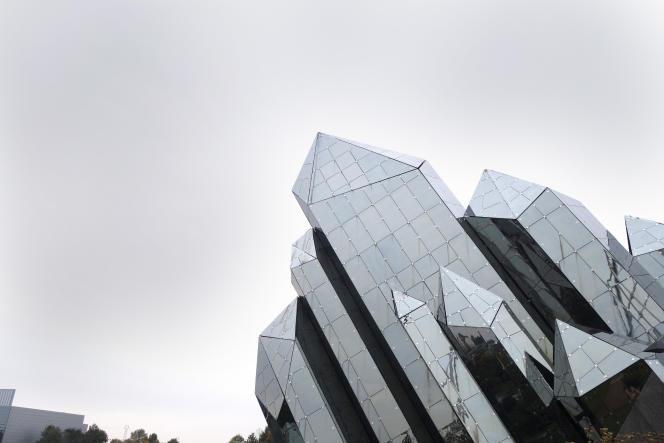 Le célèbre cristal du Futuroscope, le parc régional de Poitou-Charentes.