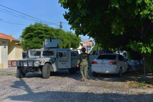 Des militaires mexicains lors d'une mission de sécurité le 20 octobre à Culiacan, capitale de l'Etat de Sinaloa, où se déroulaient  d'intenses recherches du baron de la drogue mexicain.