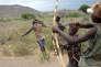 Archers Hadza près du Lac Eyasi en Tanzanie.