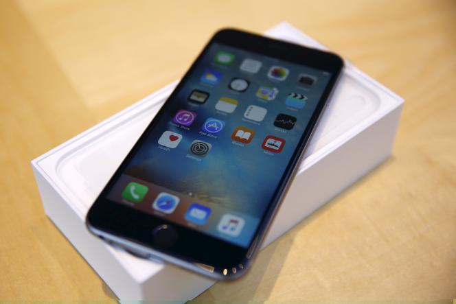 Un iPhone 6S Plus dans un magasin de Palo Alto, en Californie, en septembre.