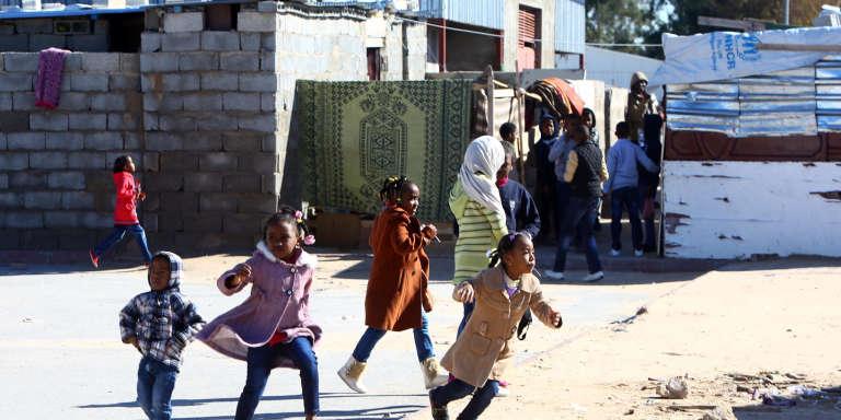 Des réfugiés originaires de la ville de Tawargha, en janvier, près de Tripoli.