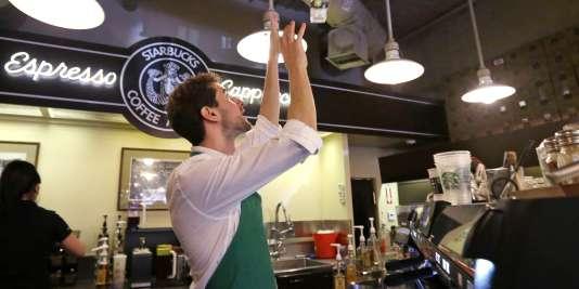 Dans un Starbucks de Seattle (Etats-Unis).