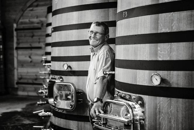 Jean-Charles (dans ses caves), qui a repris le domaine en 1992, cultive ses vignes en biodynamie.