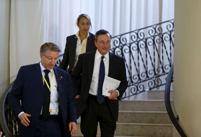 Mario Draghi, le patron de la BCE (à droite), à Malte, le 22 octobre.