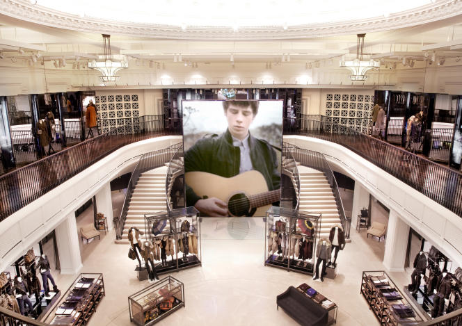La boutique connectée de  Burberry sur Regent Street à Londres.