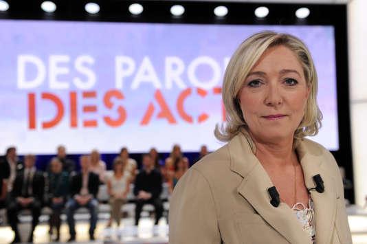 """La présidente du Front national sur le plateau de l'émission """"Des paroles et des actes"""", sur France 2"""", le 23 juin 2011."""