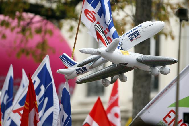 L'échec des discussions avec les représentants syndicaux avait amené le PDG d'Air France-KLM, Jean-Marc Janaillac, à mettre son poste dans la balance d'un référendum sur un accord salarial, finalement perdu par la direction le 4 mai.