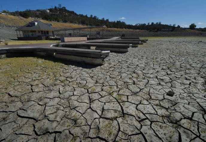 Le lac Folsom, près de Sacramento (Californie), rempli seulement à 18 % de ses capacités, le 17 septembre.