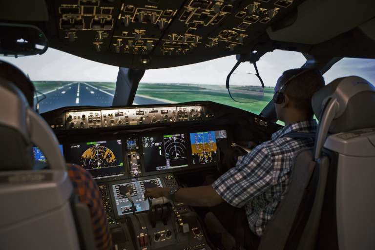 Dans le simulateur de l'académie d'aviation d'Ethiopian Airlines à Addis Abeba le 13 octobre.