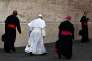 La pape François en compagnie de cardinaux et d'évêques, lors du synode sur la famille au Vatican le 15 octobre.