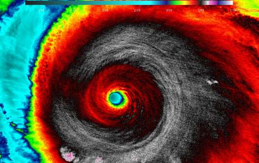 Une image satellite infrarouge de l'ouragan Patricia à son approche de la côte mexicaine, par un satellite vendredi 23 octobre.