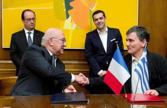 Le ministre des finances Michel Sapin (gauche) et son homologue grec Euclide Tsakalotos ont signé un partenariat stratégique.