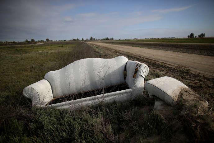 Un canapé abandonné en Californie en avril 2015.