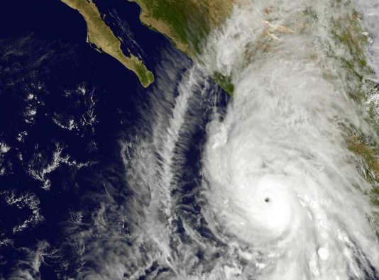Image satellite prise vendredi 23 octobre par la Nasa montrant l'ouragan Patricia qui s'approche de la côté pacifique mexicaine.