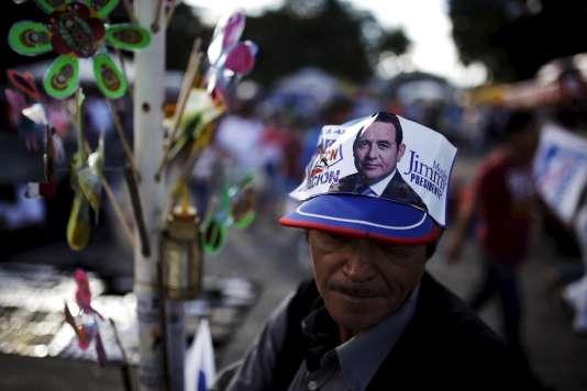 Affichette de campagne du candidat Jimmy Morales pour la présidentielle guatémaltèque du 25 octobre 2015.