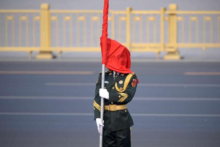 Lors d'une visite du premier ministre algérien à Pékin, le 29 avril.
