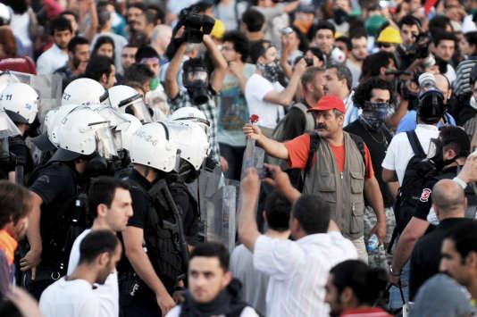 Lors des manifestations anti-gouvernementales sur la place Taksim, le 22 juin 2013.