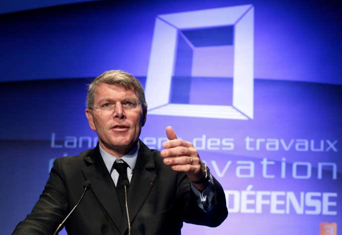 Pierre Berger, lors d'une conférence de presse à la Grande Arche de la Défense, à Paris, en décembre 2014.