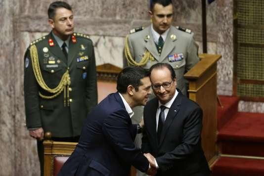 Au Parlement grec, le 23 octobre 2015. La relation entre Alexis Tsipras (gauche) et François Hollande s'est renforcée grâce à l'intervention de la France pour éviter la sortie de la Grèce de la zone euro, en juillet.