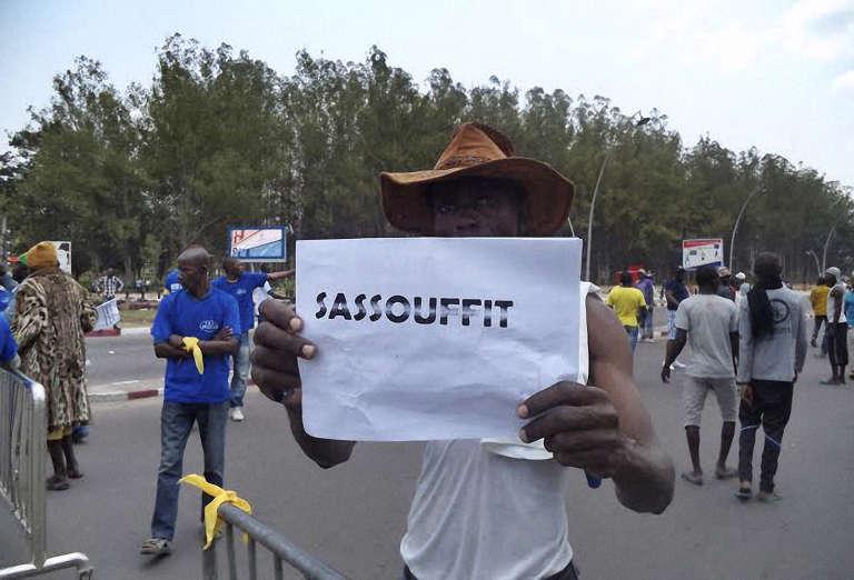 Un manifestant lors d'un rassemblement de l'opposition au référendum voulu par Denis  Sassou-Nguesso, le 27 septembre, à Brazzaville.