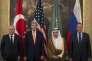 Le ministre turc des affaires étrangères, Feridun Sinirlioglu (à gauche), avec ses homologues américain, John Kerry, saoudien, Adel Al-Jubeïr et russe, Sergueï Lavrov, vendredi 23 octobre, à Vienne.