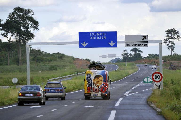 L'autoroute du nord reliant Yamoussoukro, la capitale de la Côte d'Ivoire, à Abidjan.