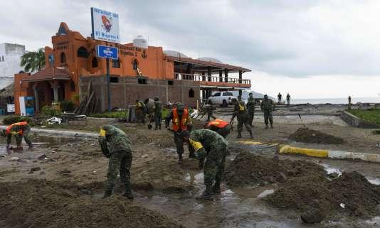 Patricia, ouragan de la catégorie la plus élevée sur l'échelle de Saffir-Simpson, a touché terre, près du port de Manzanillo, au Mexique.