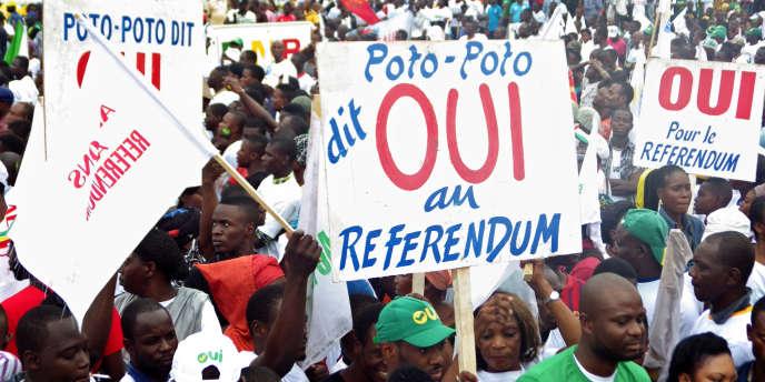 Des soutiens au président Denis Sassou Nguesso à Brazzaville au Congo, le 10 octobre.