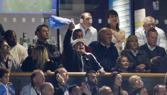 Diego Maradona (au centre, avec casquette et drapeau) n'a rien pu faire contre les Wallabies.