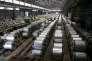 Colonnes d'acier stockées dans l'usine sidérurgique deKaohsiung, en mai 2010.