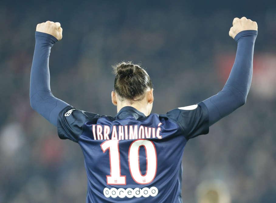Ibra levé. Le géant suédois a répondu présent dimanche face au choc de la 11e journée de Ligue 1 contre Saint-Etienne (3-1). Un but, une passe décisive, le numéro 10 a fait taire les critiques. Provisoirement, au moins.