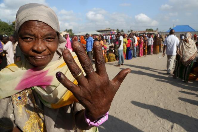 Après le vote à Dar es-Salaam, le 25 octobre.