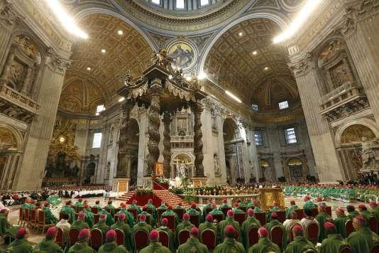 Après trois semaines de discussion, le synode sur la famille a remis, samedi 24 octobre,  au pape François un rapport final consensuel.