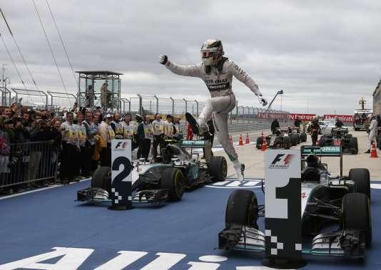 Lewis Hamilton a remporté son dixième Grand Prix de la saison à Austin au Texas le 25 octobre 2015.