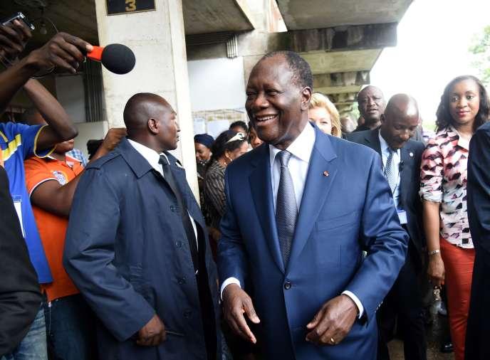 Alassane Ouattara à Abidjan le 25 octobre, le jour du vote qui allait le reconduire pour cinq ans à la présidence ivoirienne.