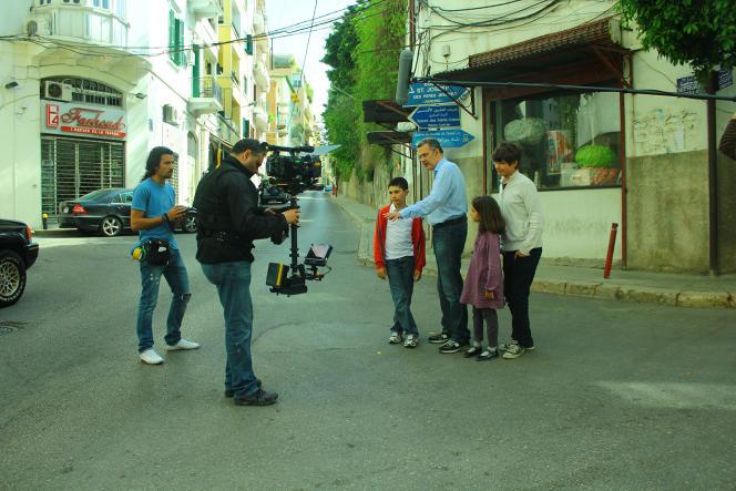 Le réalisateur Philippe Aractingi avec ses enfants sur le tournage du documentaire