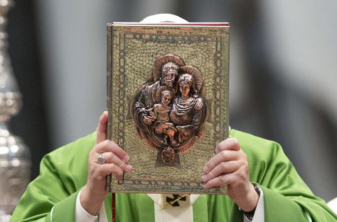 Le pape François lors de la messe de clôture du synode sur la famille au Vatican, le 25 octobre.