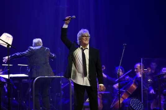 Le chanteur Jacques Higelin pendant le concert marquant ses cinquante ans de carrière à la Philharmonie de Paris, le 24 octobre 2015.