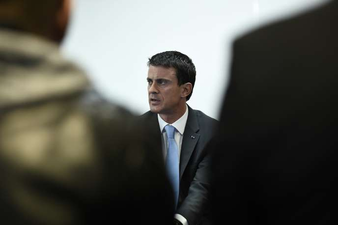 Manuel Valls, le 26 octobre 2015 aux Mureaux.