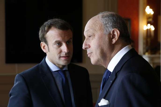 Emmanuel Macron et Laurent Fabius, au Quai d'Orsay, à Paris le 26 octobre.