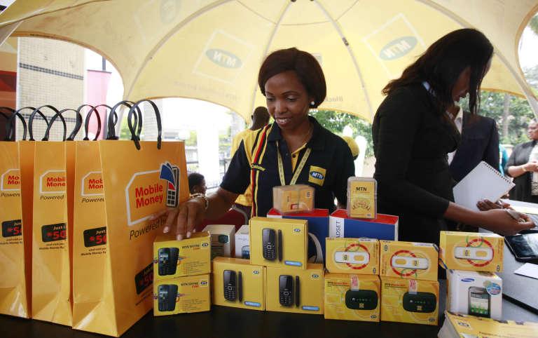 A Lagos, des salariés de MTN participent au lancement d'un nouveau téléphone portableen avril 2013.