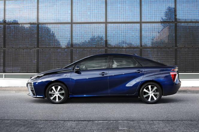 La Toyota Mirai est une voiture électrique qui ne stocke pas son énergie dans des batteries, mais sous forme d'hydrogène.