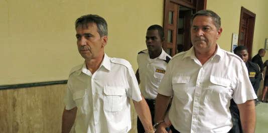 Les pilotes français Bruno Odos et Pascal Fauret, que Christophe Naudin est accusé d'avoir aidés à s'évader, le 17 juin 2014.