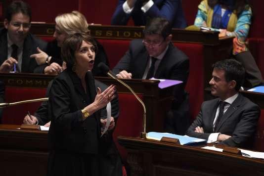 Marisol Touraine, la ministre de la santé et des affaires sociales, et Manuel Valls, le premier ministre, à l'Assemblée nationale, le 27 octobre 2015.
