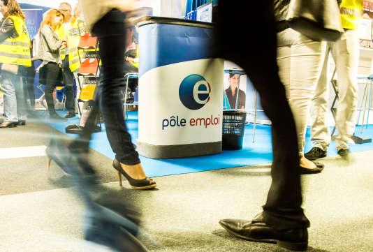 Un stand Pôle emploi dans un salon du chômage à Lille, le 28 mai.