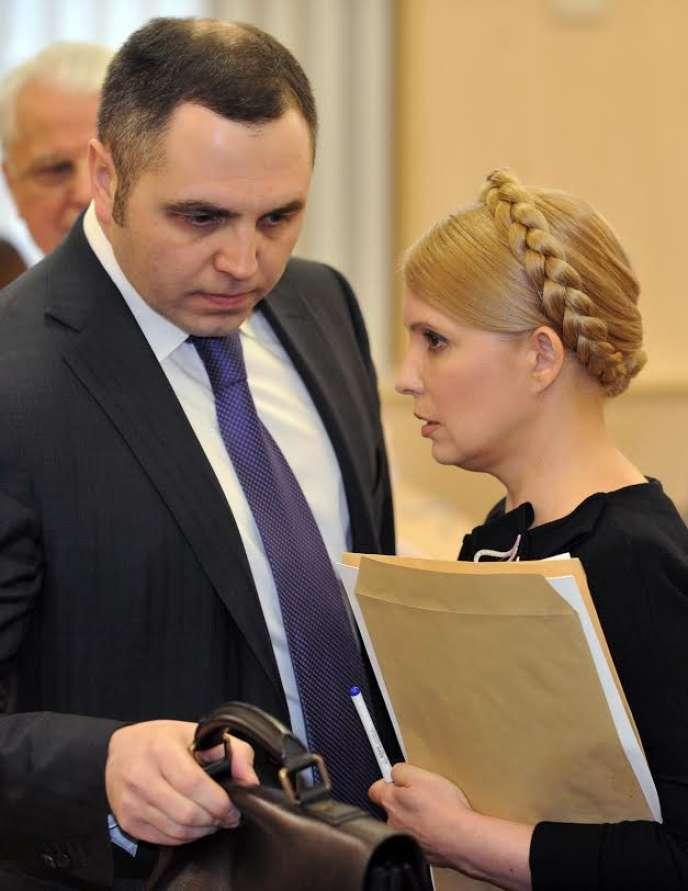 Andrey Portnov, ancien conseil du président déchu Viktor Ianoukovitch, en février 2010, à Kiev, avec l'ex-première ministre ukrainienne, Ioulia TImochenko.