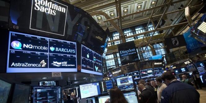 Goldman Sachs, un des acteurs au milieu des traders au New York Stock Exchange en août 2014.