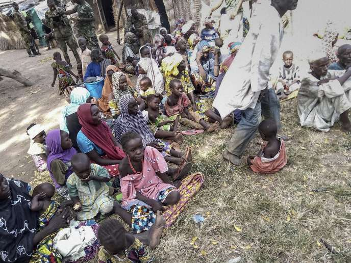 L'armée nigériane a publié des photos des femmes, enfants et bébés libérés le 27octobre.