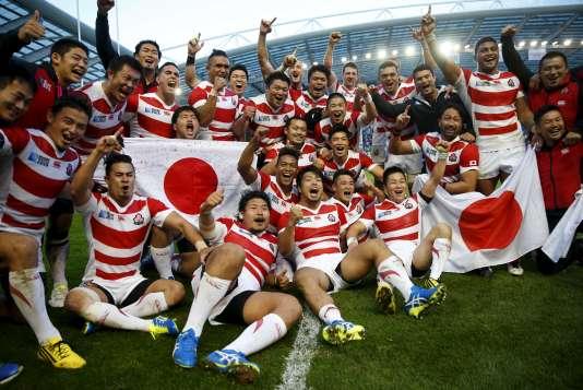 Les Japonais euphoriques après leur victoire contre l'Afrique du Sud, le 19septembre.