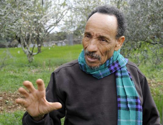 Le paysan retraité et écologiste Pierre Rabhi, en 2011 dans son jardin de la ferme de Montchamp, près de Berrias-et-Casteljau (Ardèche).